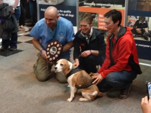 Tiga receiving Award from Marc at Crufts